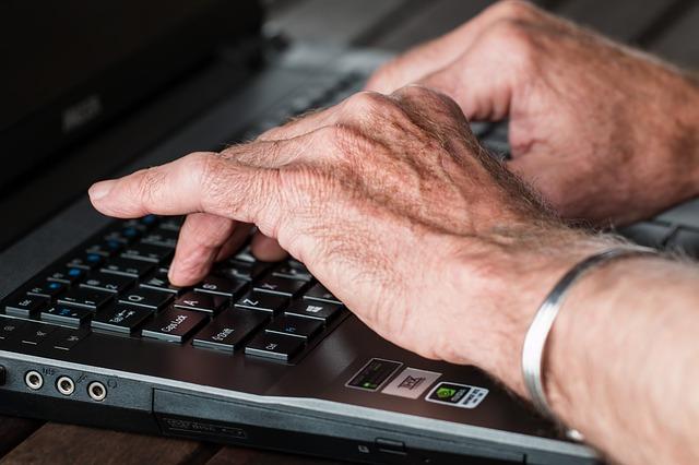 idoso na internet